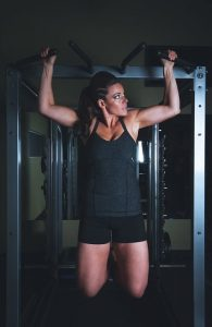woman using free standing pull up bar